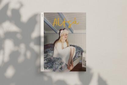 Forsiden av Altså med bilde av Maria Stavang Foto: Julie Pike